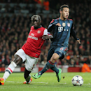 Arsenal's Bacary Sagna, left, and Bayern's Thiago Alcantara challenge for the ball during a Champions League, round of 16, first leg soccer match between Arsenal and Bayern Munich at the Emirates stadium in London, Wednesday, Feb. 19, 2014