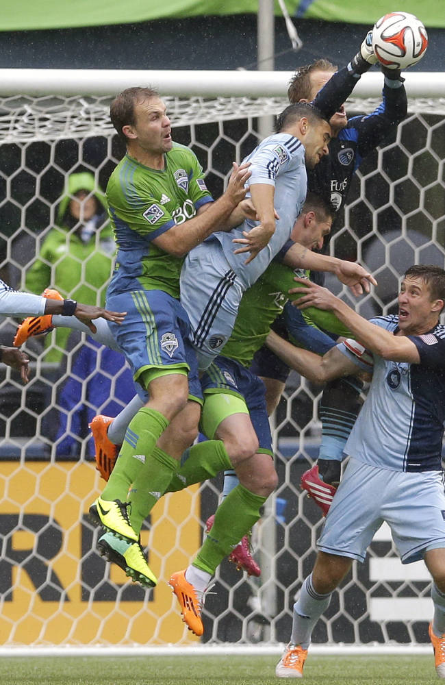 Seattle tops Kansas City 1-0 on late goal