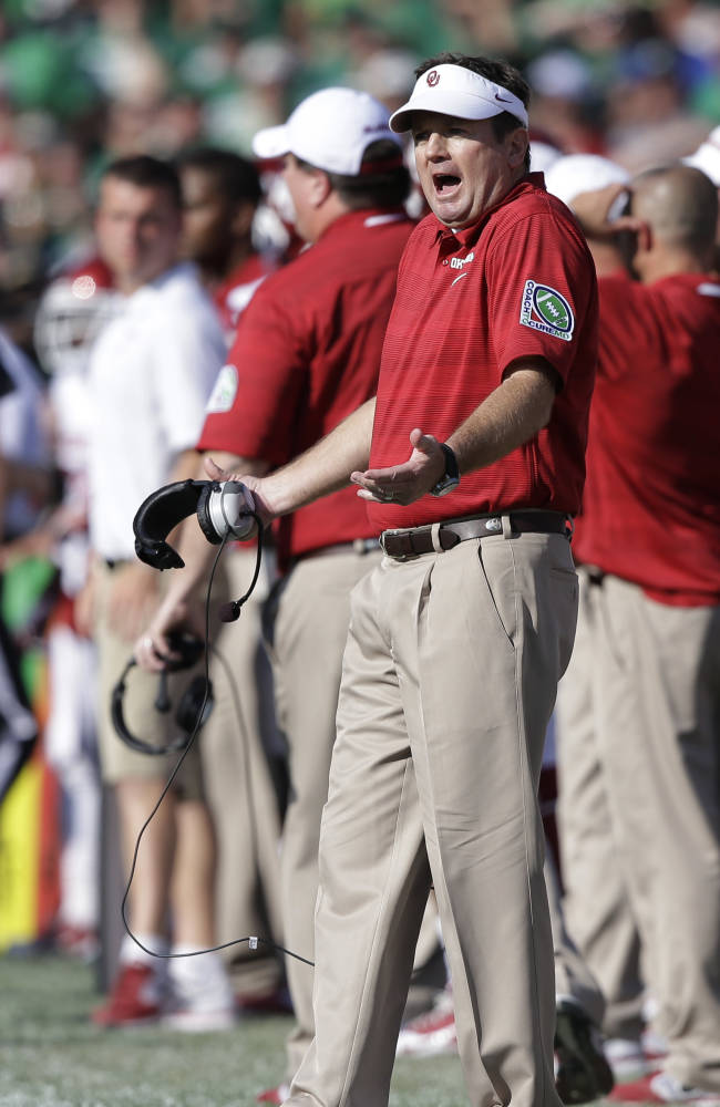 Oklahoma head coach Bob Stoops questions a call during the first half of an NCAA college football game against Notre Dame, Saturday, Sept. 28, 2013, in South Bend, Ind