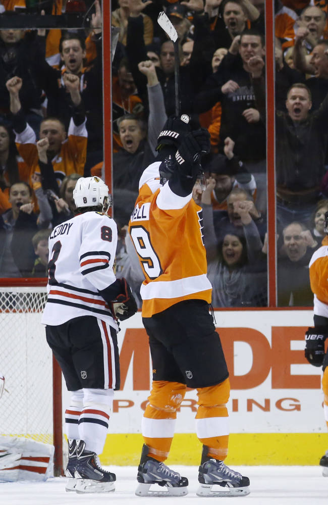 Flyers edge Blackhawks 3-2 in OT