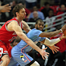 CHICAGO, IL - MARCH 01: Chris Paul #3 of the Los Angeles Clippers is trapped by Pau Gasol #16 of the Chicago Bulls at the United Center on March 1, 2015 in Chicago, Illinois. The Clippers defeated the Bulls 96-86. (Photo by Jonathan Daniel/Getty Images)