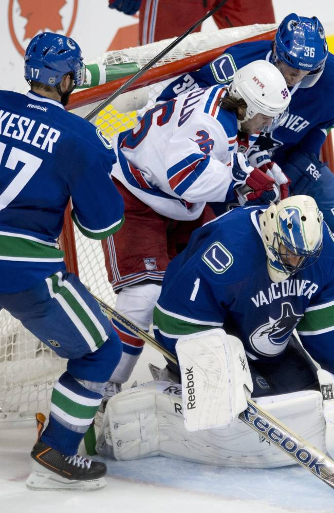 Canucks shut out Rangers 5-0