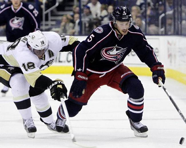 Pittsburgh Penguins' James Neal, left, and Columbus Blue Jackets' Jack Skille chase the puck during the second period of an NHL preseason hockey game, Sunday, Sept. 15, 2013, in Columbus, Ohio