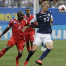 United States' Brek Shea, right, and Panama's Leonel Parris battle for the ball during the second half of the CONCACAF Gold Cup final soccer match at Soldier Field, Sunday, July 28, 2013 in Chicago. United States won 1-0. (AP Photo/Nam Y. Huh)