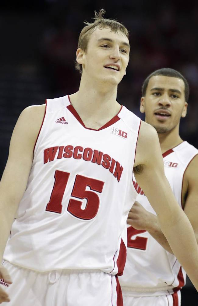 No. 10 Wisconsin beats West Virginia 70-63
