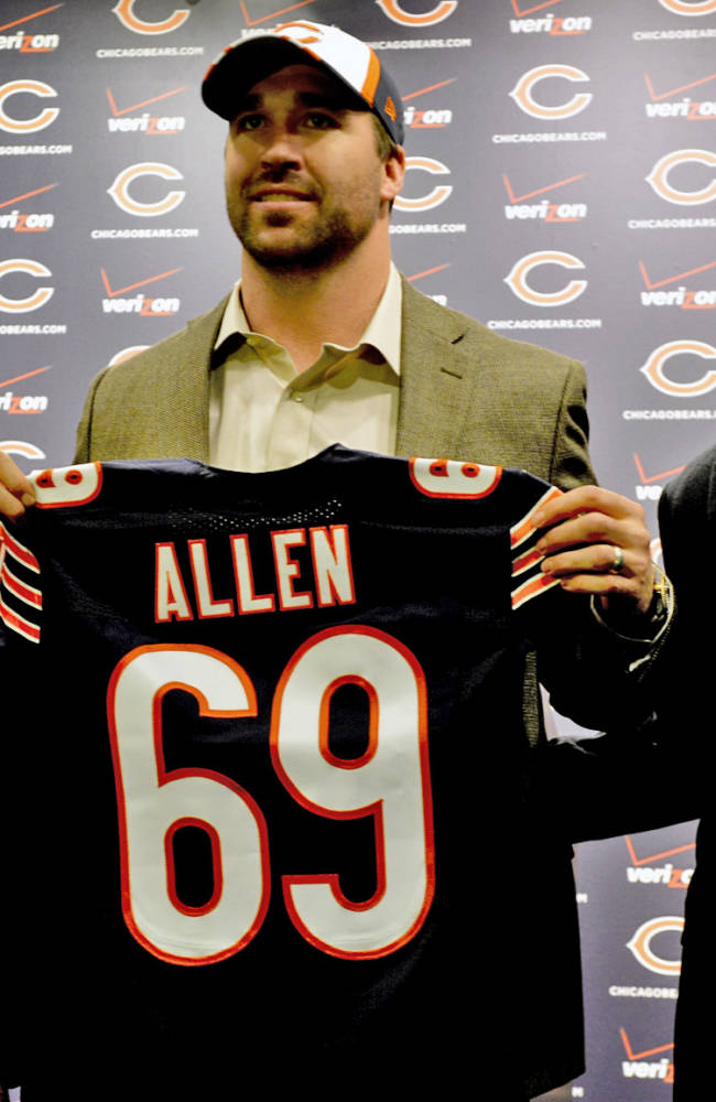CORRECTS PERSON AT RIGHT TO HEAD COACH MARC TRESTMAN INSTEAD OF AGENT KEN HARRIS - Chicago Bears general manager Phil Emery, left, poses for a photo with new Bears NFL football player Jared Allen, center, and head coach Marc Trestman at a news conference where Allen was introduced Monday, March 31, 2014, in Lake Forest, Ill