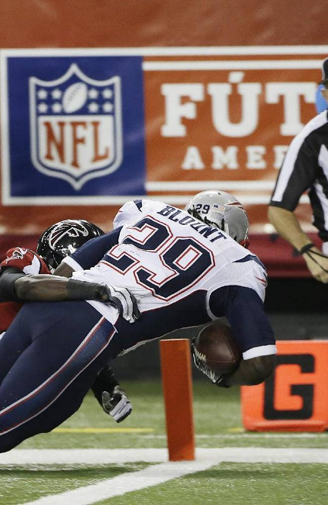 Brady throws 2 TDs, Pats hold off Falcons 30-23