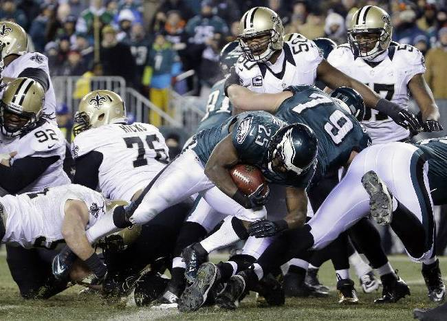Philadelphia Eagles' LeSean McCoy (25) scores a touchdown during the second half of an NFL wild-card playoff football game against the New Orleans Saints, Saturday, Jan. 4, 2014, in Philadelphia