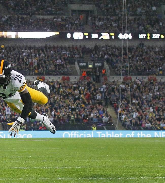 Pittsburgh Steelers running back Le'Veon Bell dives to score a touchdown during the  NFL football game against Minnesota Vikings at Wembley Stadium, London, Sunday, Sept. 29, 2013
