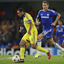 Maribor's Tavares, left, and Chelsea's Nemanja Matic, right, vie for the ball during the Group G Champions League match between Chelsea and Maribor at Stamford Bridge stadium in London, Britain, Tuesday, Oct. 21, 2014