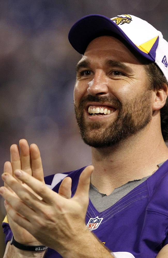 AP Source: Jared Allen gets $15.5M from Bears