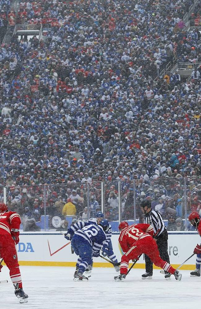 Maple Leafs beat Red Wings in snowy Winter Classic
