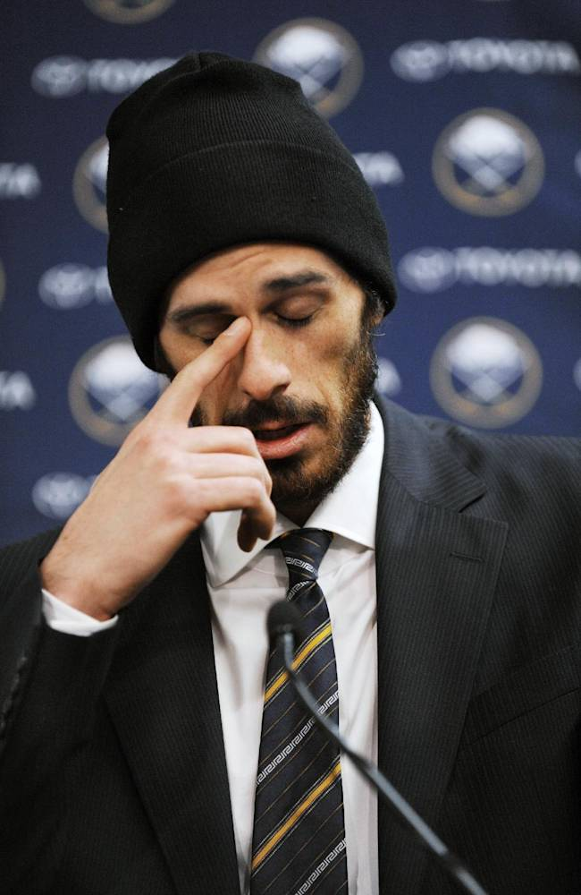 Sabres stunned by LaFontaine's resignation