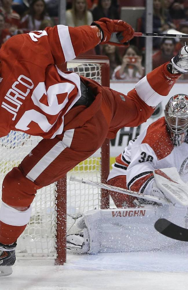 Hurricanes edge playoff-bound Red Wings 2-1