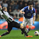 Everton's Gareth Barry, right, and Newcastle United's Yoan Gouffran battle for the ball during the English Premier League match at St James' Park, Newcastle England Tuesday March 25, 2014