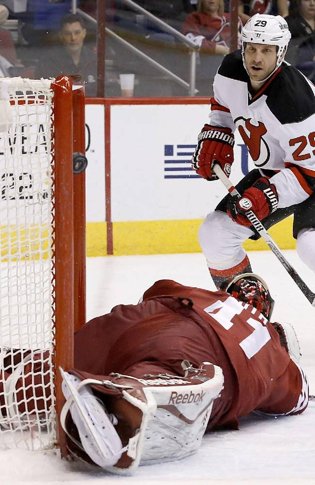New Jersey Devils' Ryane Clowe (29) scores a goal against Phoenix Coyotes' Mike Smith, left, during the first period of an NHL hockey game on Saturday, Jan. 18, 2014, in Glendale, Ariz