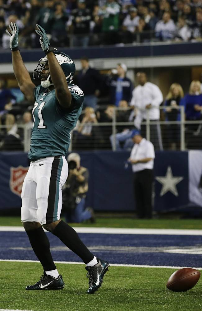 Philadelphia Eagles wide receiver Jason Avant (81) celebrates after making a reception against the Dallas Cowboys during the first half of an NFL football game, Sunday, Dec. 29, 2013, in Arlington, Texas