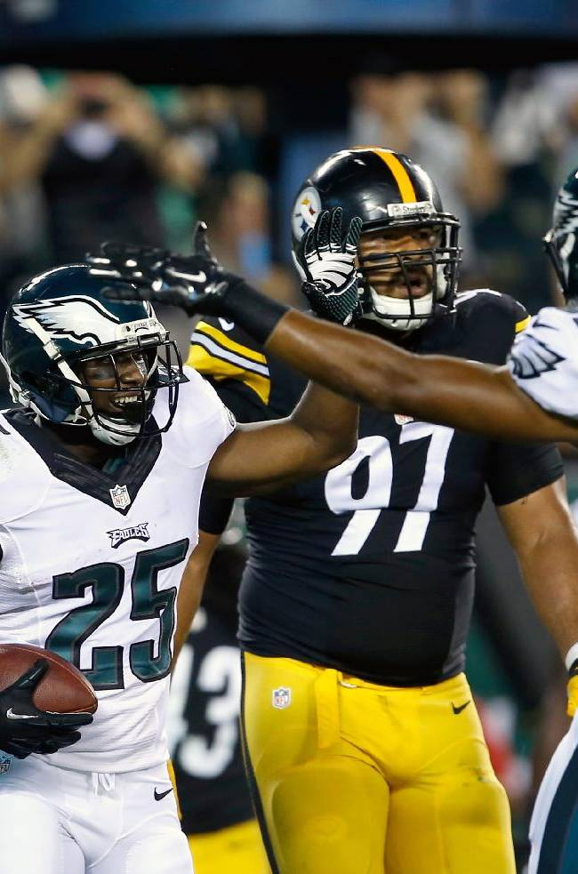 Philadelphia Eagles' LeSean McCoy (25) celebrates with teammate Jordan Matthews (81) after scoring a touchdown during the first half of an NFL preseason football game against the Pittsburgh Steelers, Thursday, Aug. 21, 2014, in Philadelphia