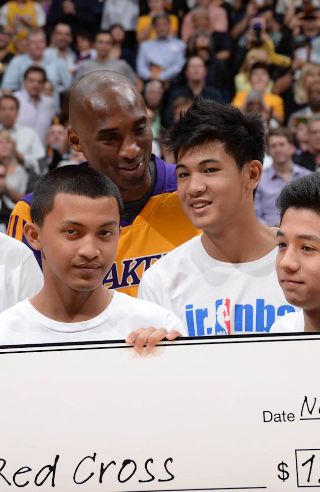 Lakers sign Bryant to 2-year extension