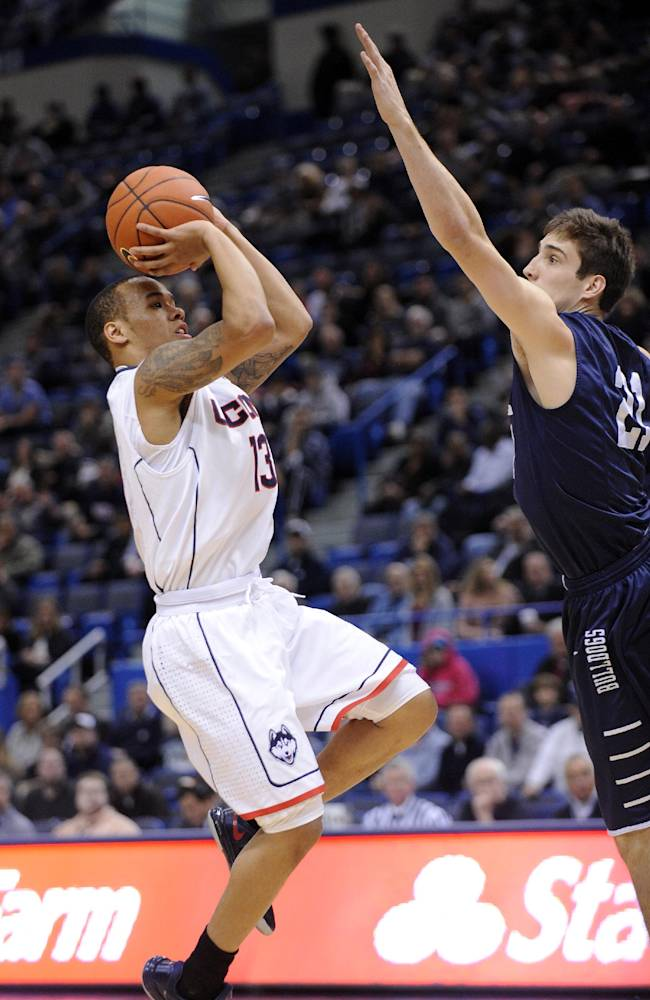 Napier's triple-double leads UConn over Yale 80-62