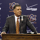 Auburn's new head basketball coach, Bruce Pearl, talks to the media and fans on Tuesday, March 18, 2014, in Auburn, Ala. (AP Photo/Butch Dill)
