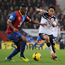 Everton s Steven Pienaar, right, and Crystal Palace s Kagisho Dikgacoi, left, vie for the ball during the English Premier League match at Selhurst Park, London, Saturday, Nov. 9, 2013