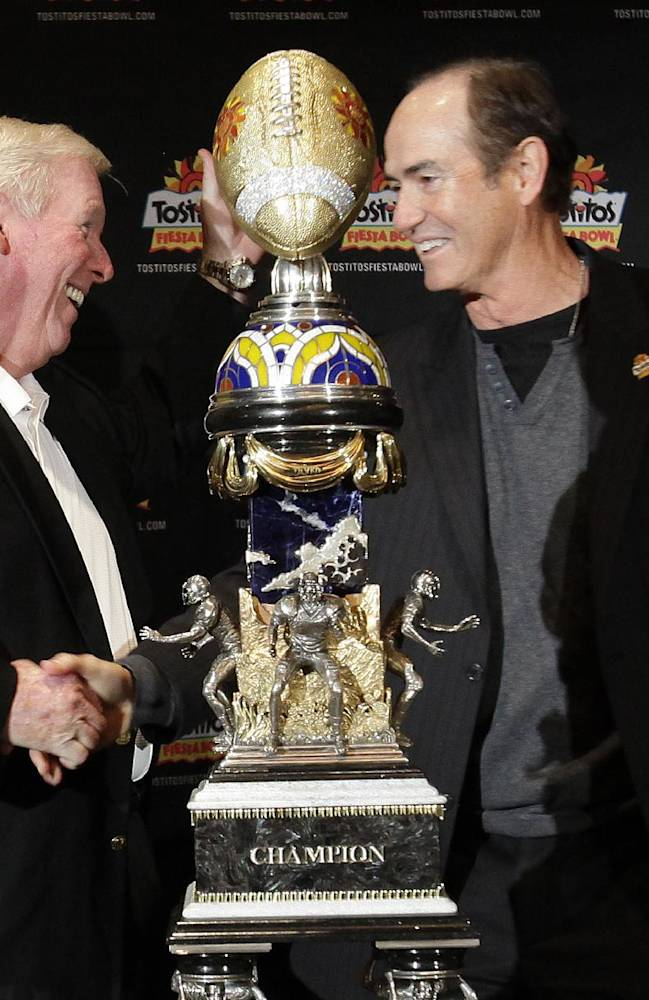 Central Florida head coach George O'Leary, left, and Baylor head coach Art Briles shake hands during an NCAA college football news conference, Tuesday, Dec. 31, 2013, in Scottsdale, Ariz. The Fiesta Bowl will be played on Jan. 1, 2014, in Glendale, Ariz