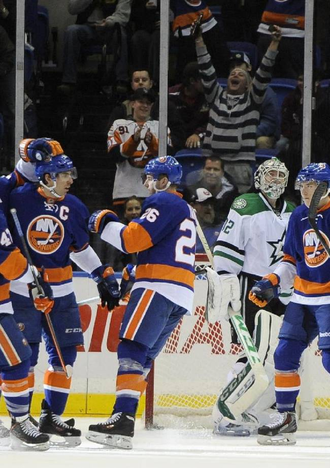 Tavares hat trick lifts Isles to win over Stars