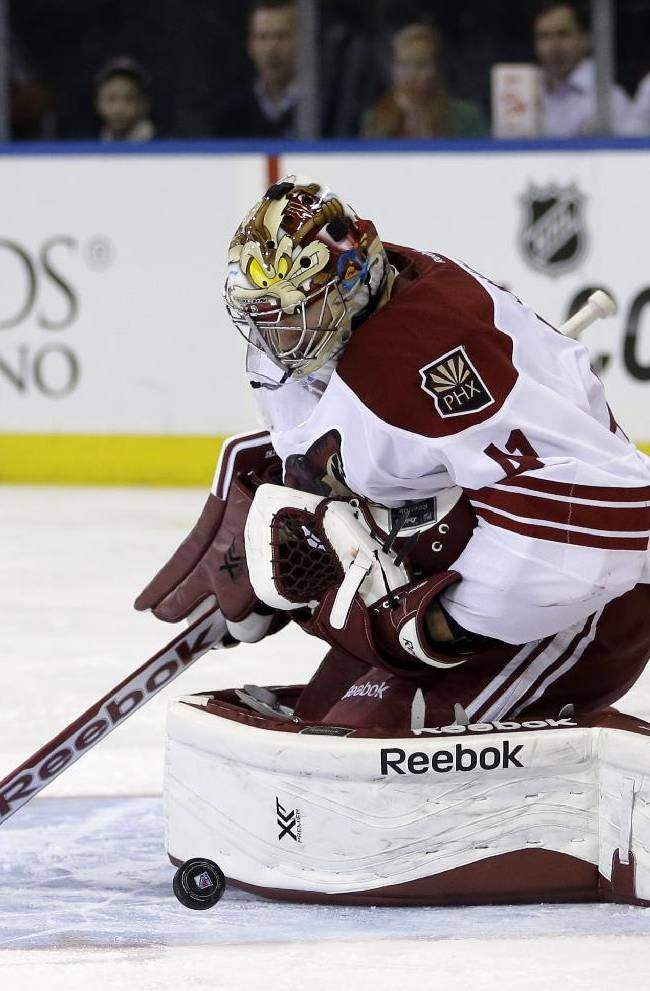 Coyotes goalie Smith 'day to day' with leg injury