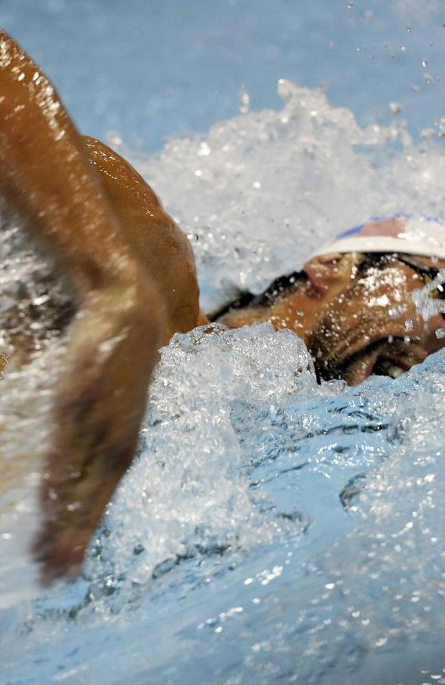 Phelps back on top, wins 100 fly in Charlotte