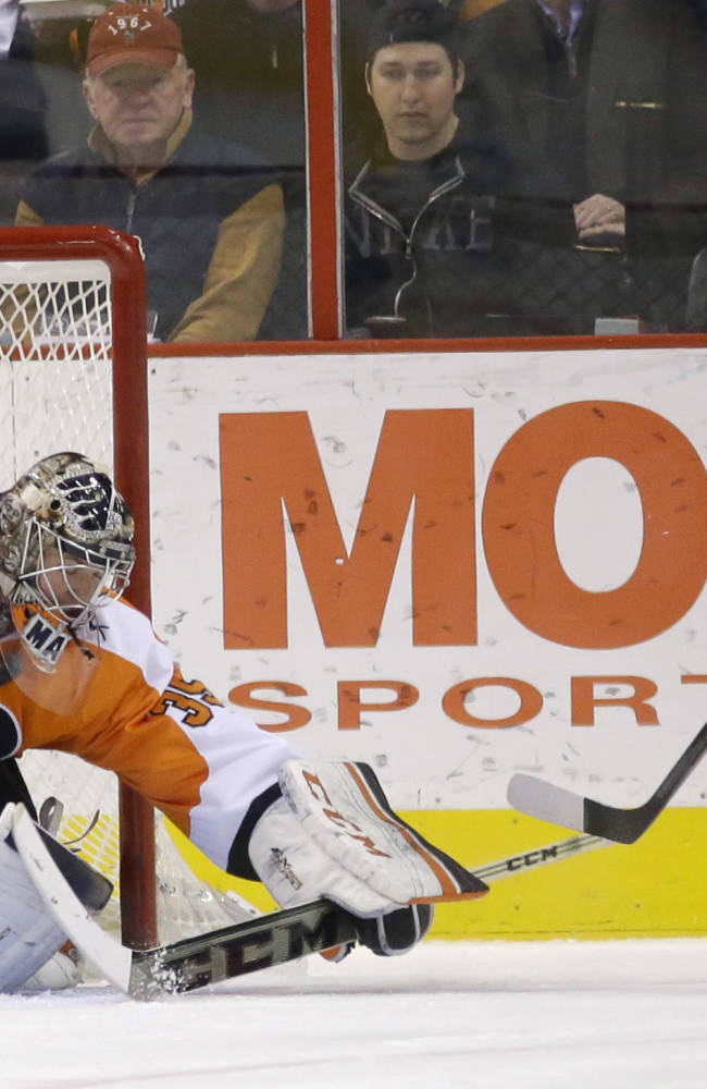 Flyers top Montreal 3-1 for 10th straight home win