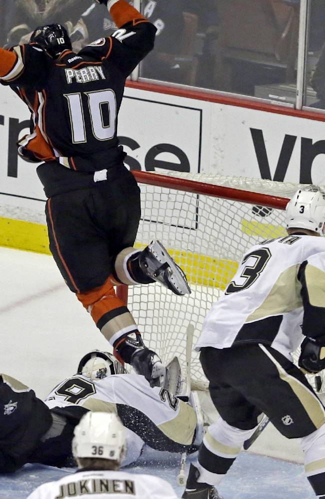 Pens beat Ducks 3-2 in shootout