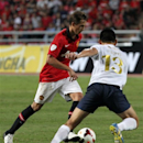 Manchester United's Adnan Januzaj, left, vies for the ball with Nattaporn Phanrit of Thailand's Singha All Star during their soccer match at Rajamangala national stadium in Bangkok, Thailand Saturday, July 13, 2013. Manchester United lost to Thailand's Singha All Star 0-1. (AP Photo/Apichart Weerawong)