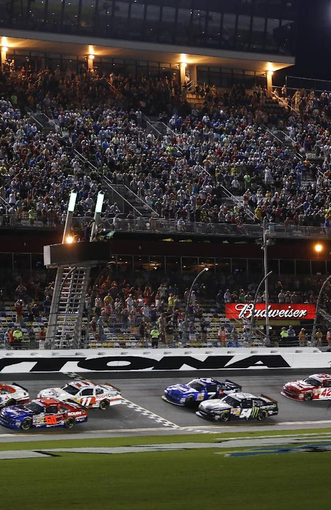 Kasey Kahne nips Smith at Daytona finish line