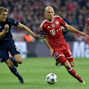 Bayern's Arjen Robben of the Netherlands, right, and Manchester United's Darren Fletcher, left, challenge for the ball during the Champions League quarterfinal second leg soccer match between Bayern Munich and Manchester United in the Allianz Arena in Mun