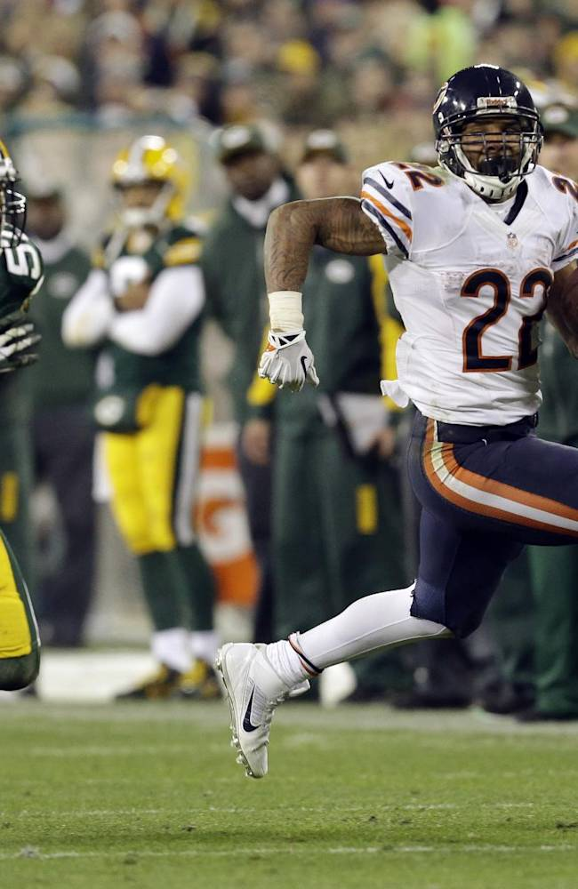 Chicago Bears' Matt Forte runs past Green Bay Packers' A.J. Hawk (50) during the second half of an NFL football game Monday, Nov. 4, 2013, in Green Bay, Wis. The Bears won 27-20