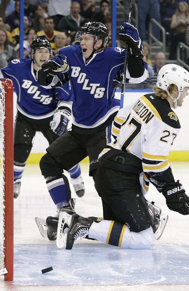 Smith scores in SO, Bruins beat Lightning 4-3