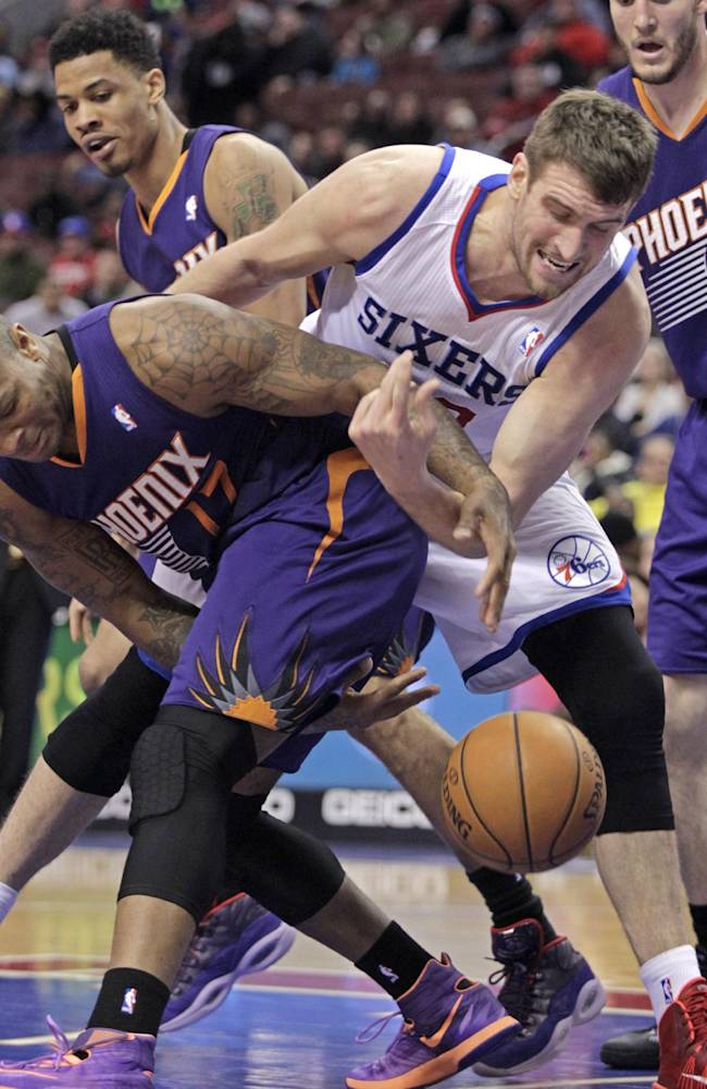 Phoenix Suns' P.J Tucker (17) and Philadelphia 76ers' Spencer Hawes, right, fight for ball control in the second half of an NBA basketball game, Monday, Jan. 27, 2014 in Philadelphia. The Suns won 124-113