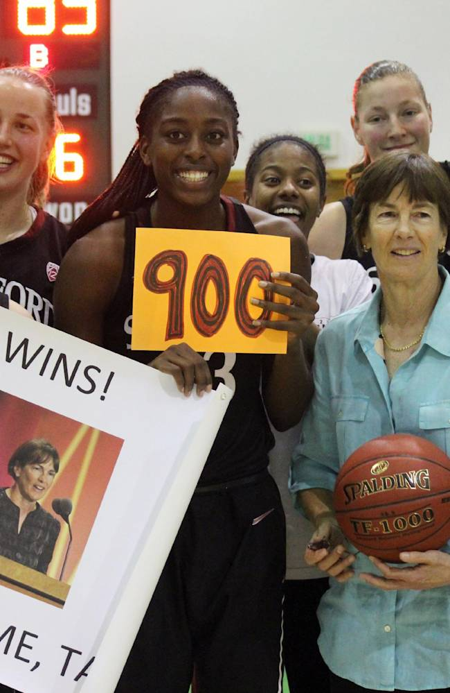 Stanford's VanDerveer reaches 900-win plateau