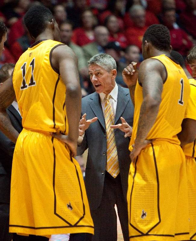 Wyoming's assistant head coach Scott Duncan talks to his team in the first half of an NCAA college basketball game against New Mexico, Wednesday, Feb. 5, 2014 in Albuquerque, N.M. New Mexico won in overtime 66-61