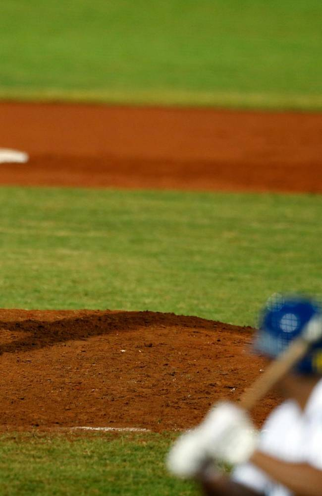 Dominican Republic starting pitcher Angel Castro throws the ball in the first inning of a Caribbean Series baseball game against Venezuela in Porlamar, Venezuela, Tuesday, Feb. 4, 2014