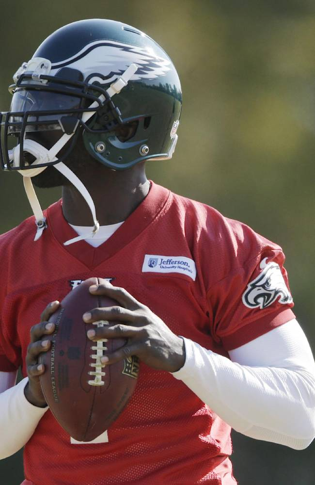 Philadelphia Eagles quarterback Michael Vick throws a pass during practice at the NFL football team's training facility, Tuesday, Oct. 29, 2013, in Philadelphia