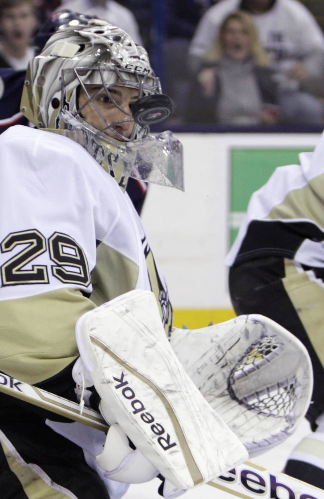 Fleury shakes off past miscues as Penguins advance