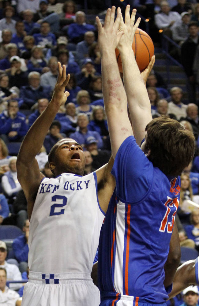 Kentucky's Aaron Harrison (2) shoots under pressure from Boise State's Nick Duncan during the first half of an NCAA college basketball game, Tuesday, Dec. 10, 2013, in Lexington, Ky
