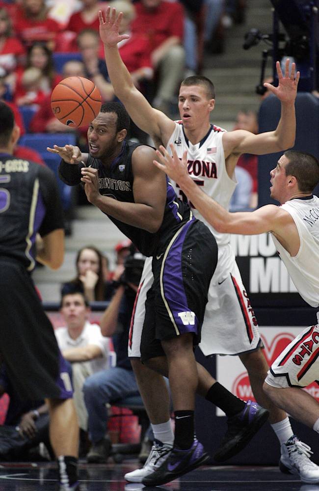 No. 1 Arizona pulls away to beat Washington 71-62