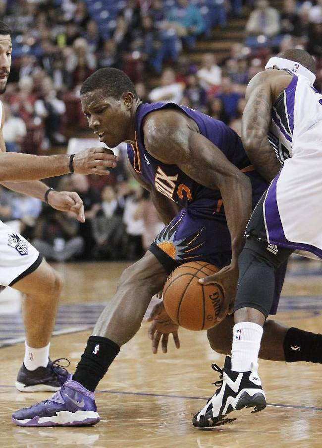 Phoenix Suns guard Eric Bledsoe, center, is double-teamed by Sacramento Kings' Greivis Vasquez, left, and Isaiah Thomas during the first quarter of an NBA preseason basketball game in Sacramento, Calif., Thursday, Oct. 17, 2013