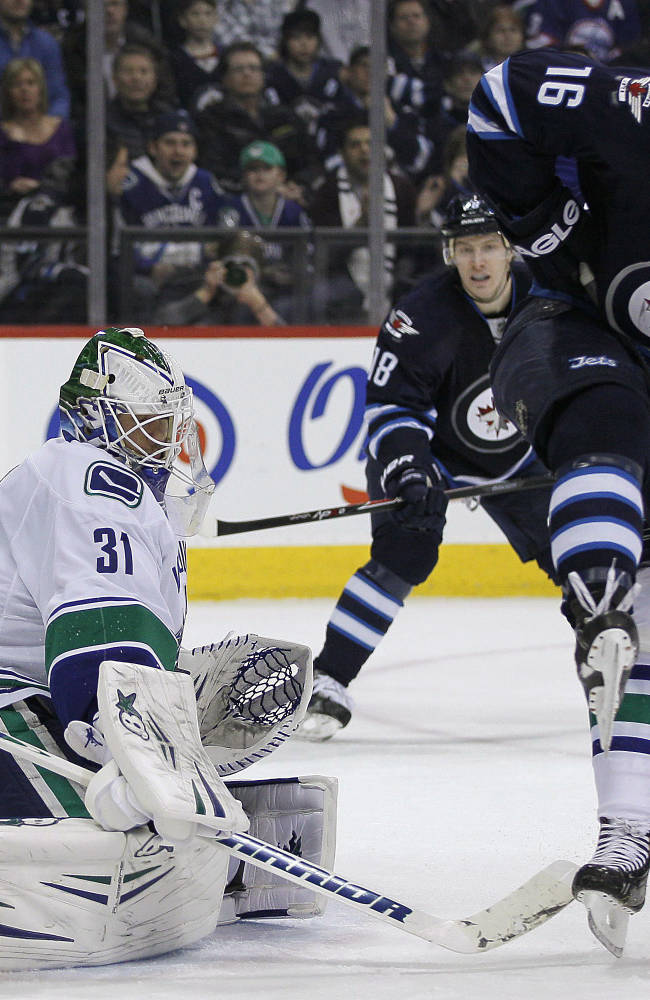 Jets slip past Canucks 4-3