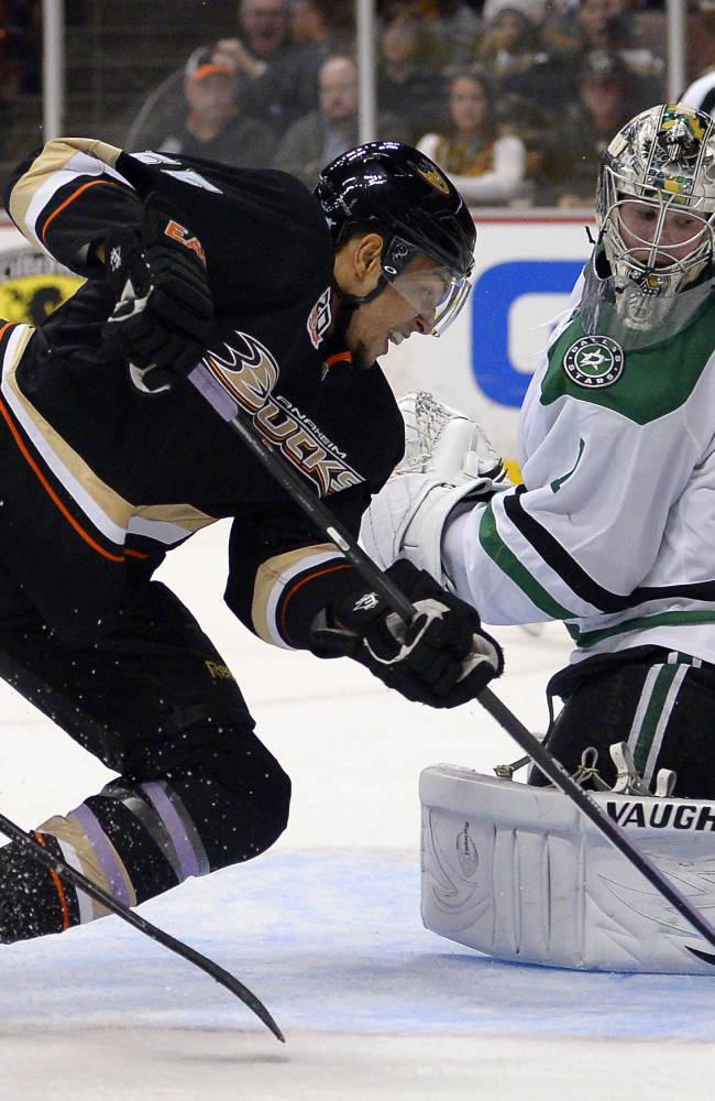 Ducks beat Stars 6-3 for 7th straight win