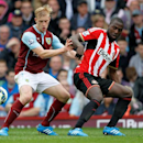 Burnley's Ben Mee, left, and Sunderland's Jozy Altidore fight for the ball during the English Premier League soccer match at Turf Moor, Burnley, England, Saturday Sept. 20, 2014