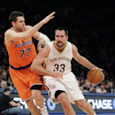 New Orleans Pelicans forward Ryan Anderson (33) drives past New York Knicks forward Andrea Bargnani (77), of Italy, in the first half of an NBA basketball game in New York, Sunday, Dec. 1, 2013. Anderson was the high scorer with 31 points in the Pelicans